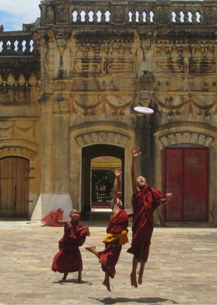 Frisbee Monks Burma 1